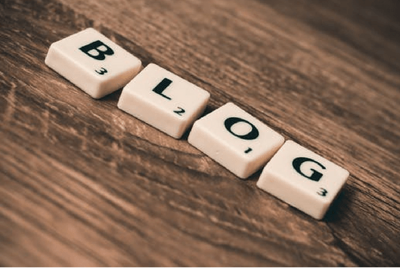 BLOGGING RESOURCES: TOOLS FOR NEWBIES, Desk with scrabble game pieces spelling out the word blog.
